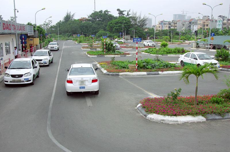 Một kỳ thi sát hạch lái xe tại Trung tâm Dạy nghề Sao Bắc Việt (Hà Nội). Ảnh: Thái Hiền