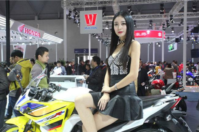 gái xinh và mô tô
